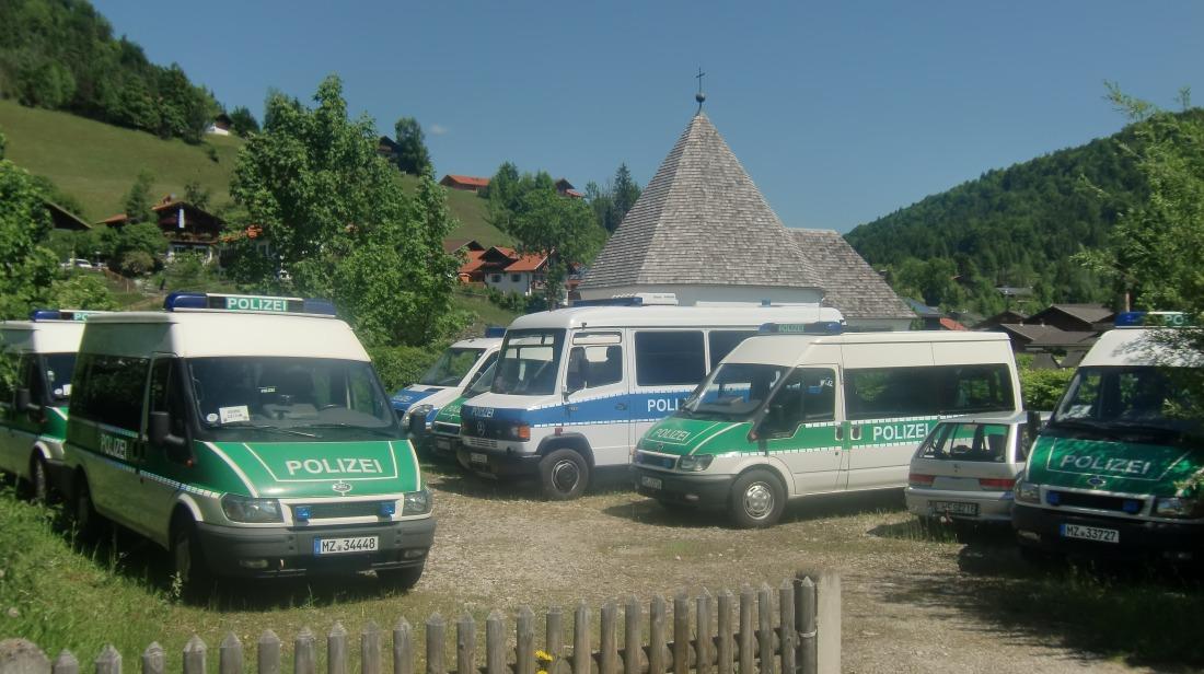 4 Tage vor dem Gipfel. In Wallgau sind alle freien Flächen mit Einsatzfahrzeugen belegt