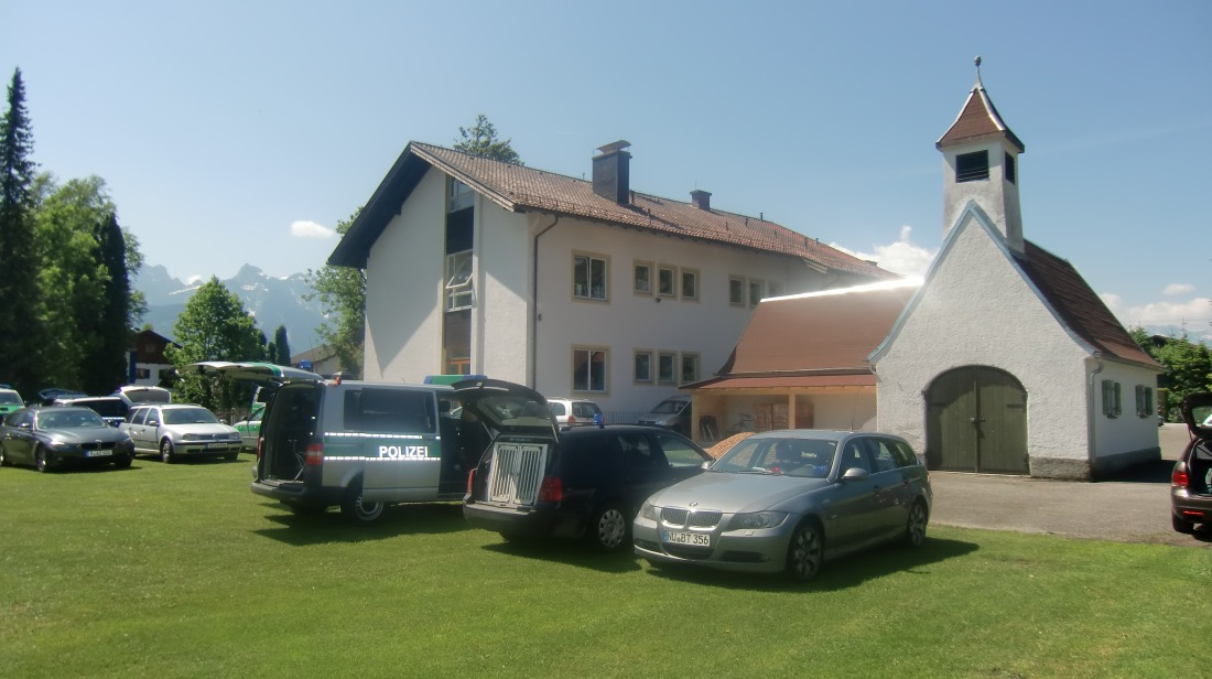 4 Tage vor dem Gipfel. Schulhof in Wallgau