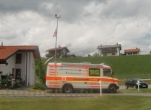 10 Tage vor dem Gipfel. Einsatzleitstelle des Roten Kreuzes für das Isartal in der Schule in Krün