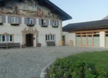 4 Tage vor dem Gipfel. Rathaus in Krün