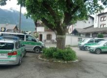 Der Gipfel hat begonnen. Parkplatz am Gasthof Isartal (Neuwirt) in Wallgau