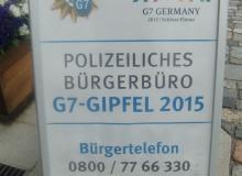 Der Gipfel hat begonnen. Informationszentrum in Krün