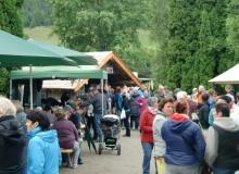 Bauernmarkt in Wallgau am 06.09.2015 Warteschlange an der Bauernbar
