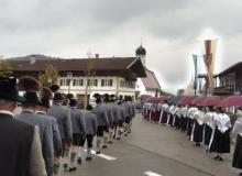 Trachtenjahrtag d'Simetsbergler Wallgau, Einzug in die Kirche St. Jakob