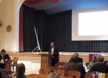 Dorferneuerung Wallgau: Hr. Steinbauer hat die verschiedenen Vorschläge der Dorferneuerung auf ihre Wirtschaftlichkeit berechnet
