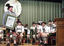 Trachtenjahrtag d'Simetsbergler Wallgau am 07.05.2017 Ernennung von Karlheinz Schwaiger (Wegmacher) zum Ehrenmitglied