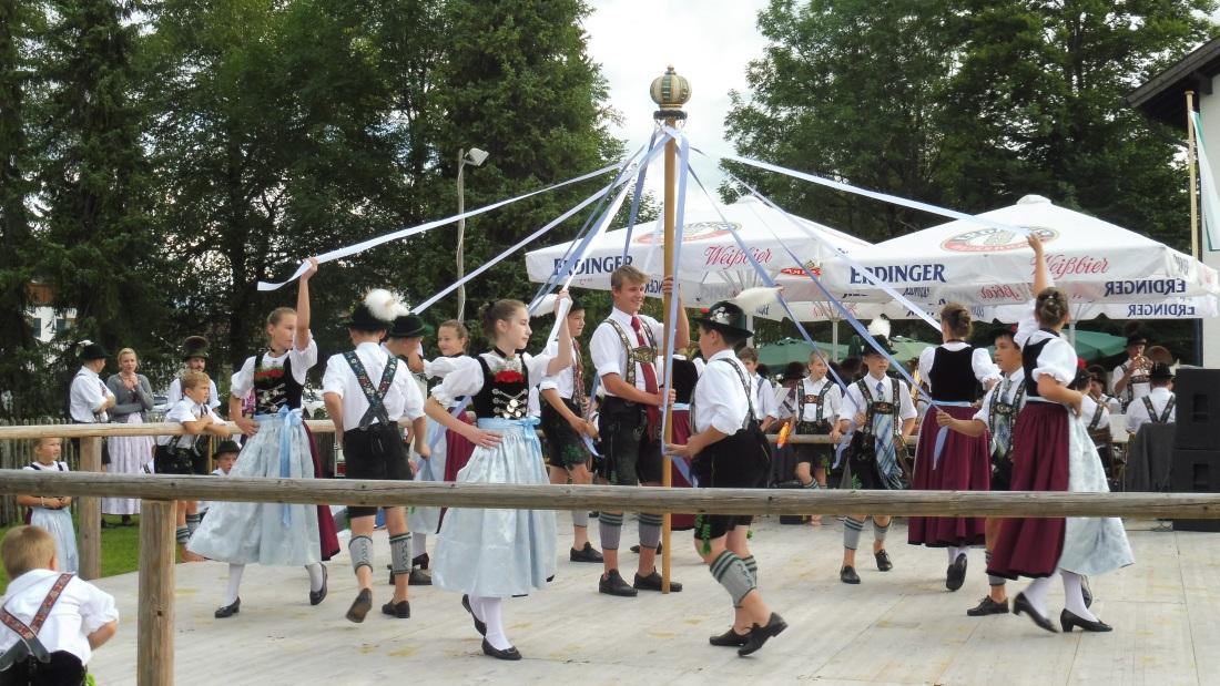 Parkfest am 13.08.2017 in Wallgau. D'Simetsbergler Wallgau mit dem Bandltanz