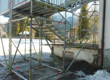 Neue Gerüsttreppe als zweiter baulicher Fluchtweg der Wallgauer Grundschule. Dezember 2017