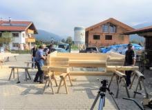 Neuer Unterstand am Krepelschroffen bei Wallgau. Zimmererarbeiten im Hof der Zimmerei Sperer