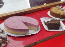 Schlittenhunderennen am 24. und 25.02.2018 in Wallgau. Drei der ca. 150 Kuchen von Wallgauer Kuchenbäckerinnen und Kuchenbäckern.