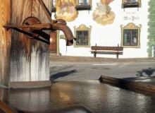 Wallgauer Dorfplatz. Reif taut in der Morgensonne