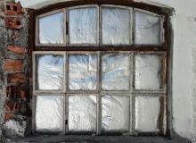 Fenster ohne Aussicht. (Kirchenböbl)
