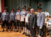 Jahresabschlusskonzert der Musikkapelle Wallgau am 29.12.2018 Josef Felix vom Musikbund von Ober- und Niederbayern ehrt langjährige Mitglieder der Musikkapelle