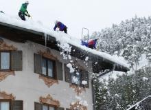 Befreiung von ausgewählten Hausdächern in Wallgau von der großen Schneelast am 13.01.2019