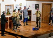 """Theatergrupper des Trachtenvereins d'Simetsbergler Wallgau am 24.09.2019 mit dem Stück """"Dümmer als die Polizei erlaubt"""""""