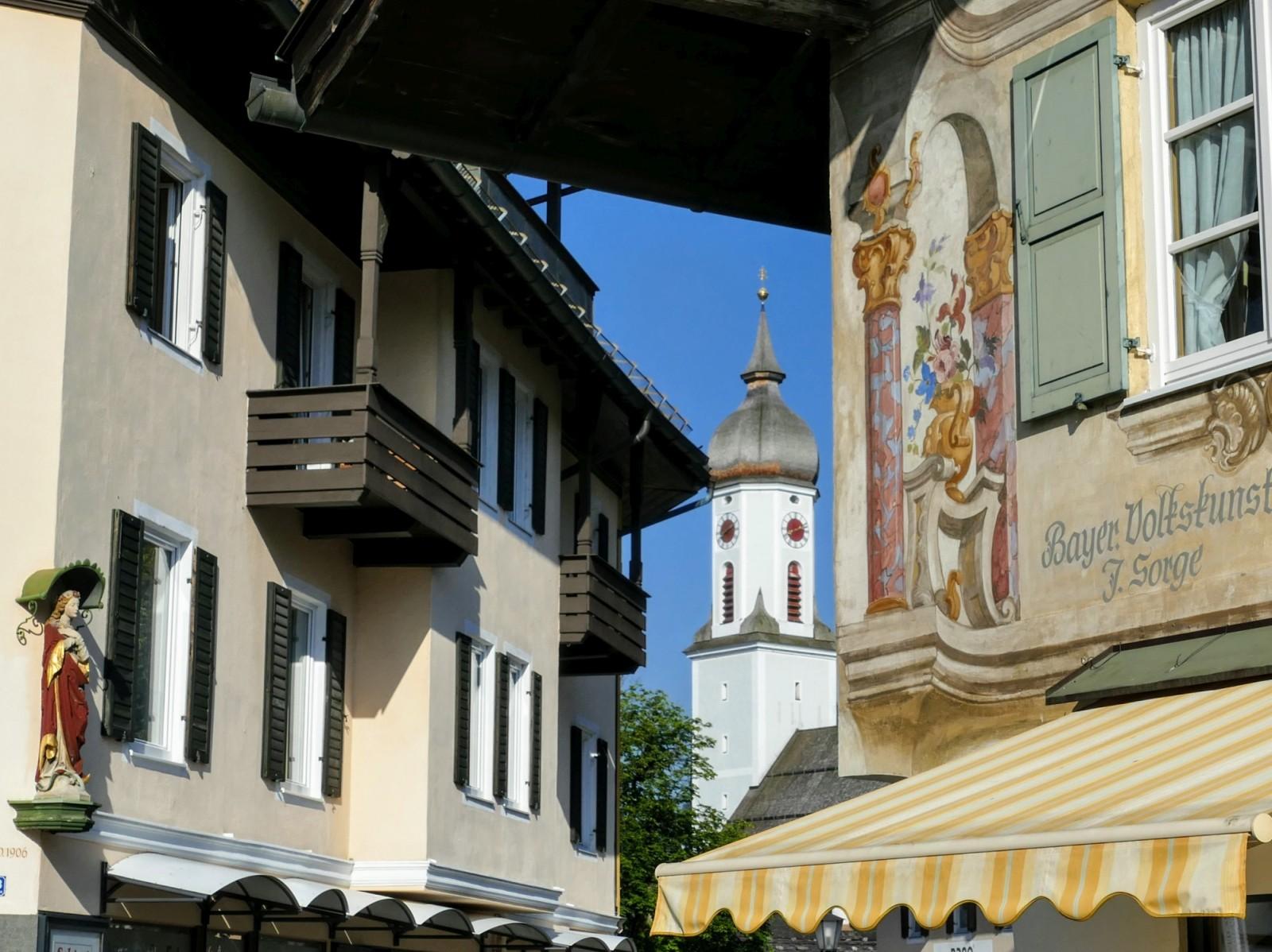 Bischofseck / Sorge mit Pfarrkirche St. Martin Garmisch