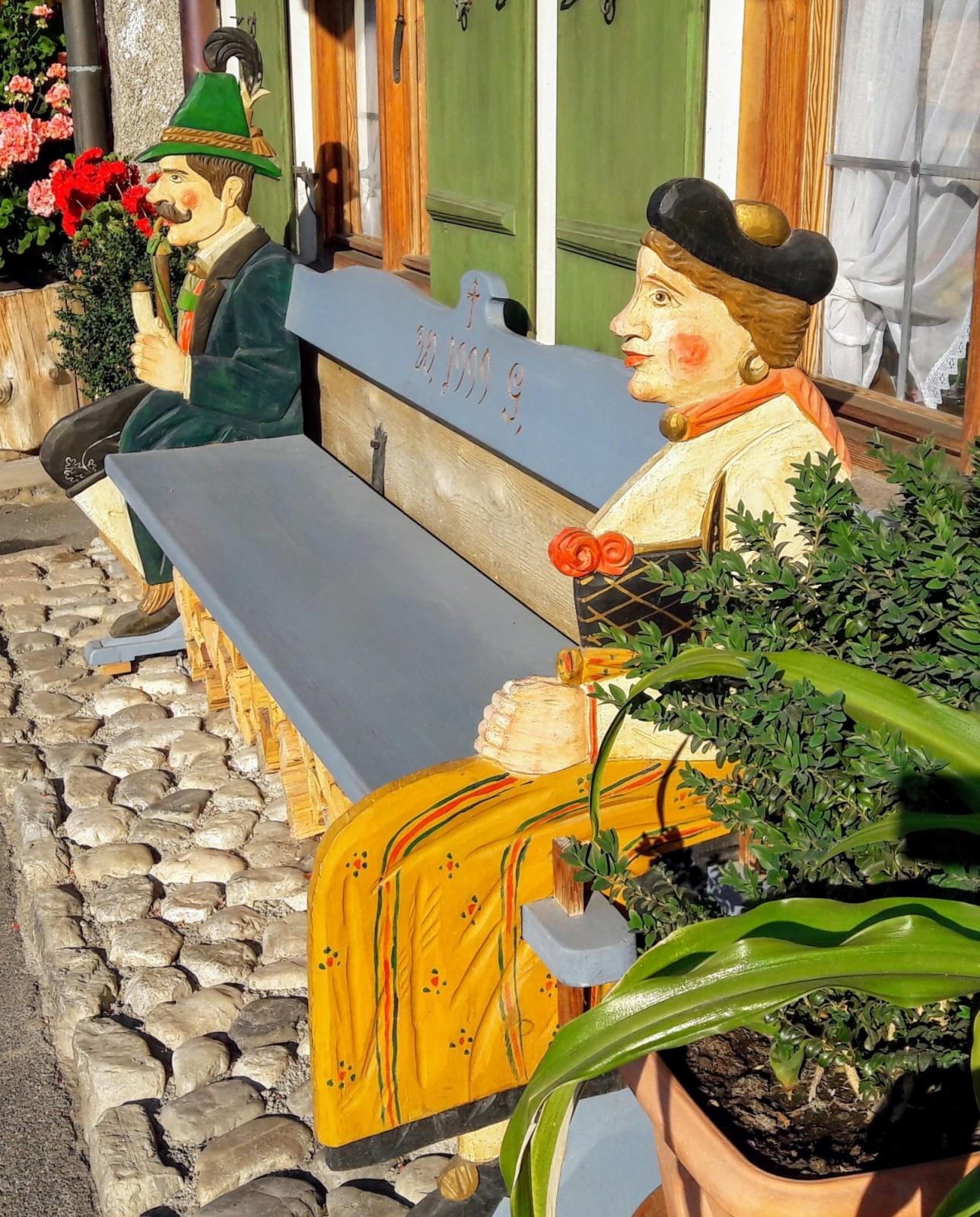 Wunderschöne Hausbank in Garmisch
