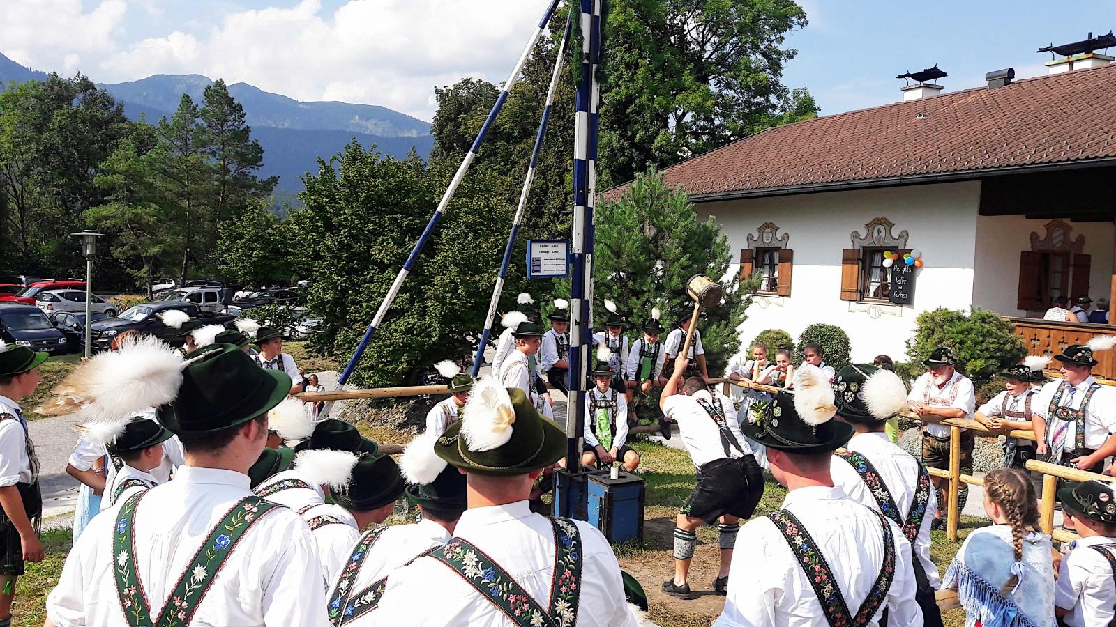 Hau den Lukas beim Gaujugendfest der Oberländer Trachtenvereinigung in Partenkirchen