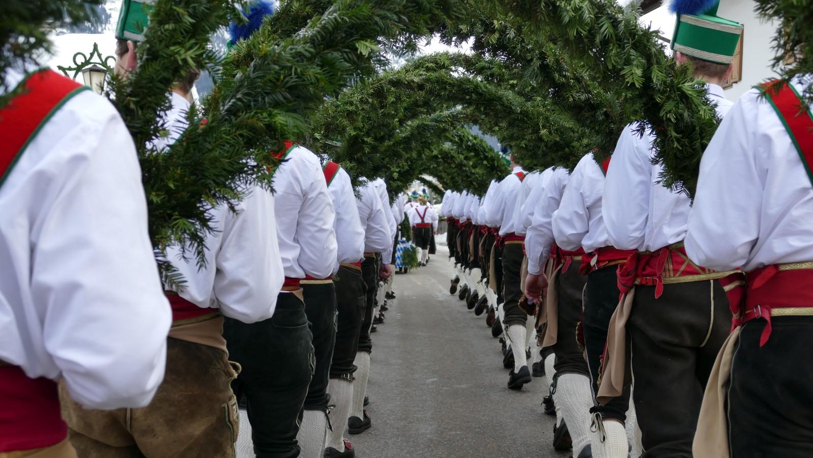 Die Partenkirchner Schäffler in Wallgau
