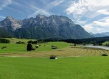 Schmalensee und Karwendelgebirge bei Mittenwald