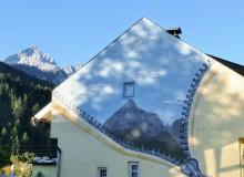 Alpspitze auf Hauswand und Original