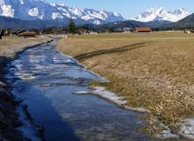 Eiskristalle in der Flutmulde zwischen Krün und Wallgau