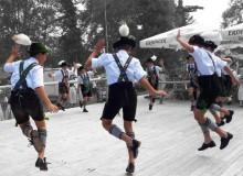Plattler der Jugendgruppe des Wallgauer Trachtenvereins beim Parkfest 2019