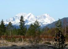 Blick aus dem Isartal bei Wallgau auf das Wettersteingebirge