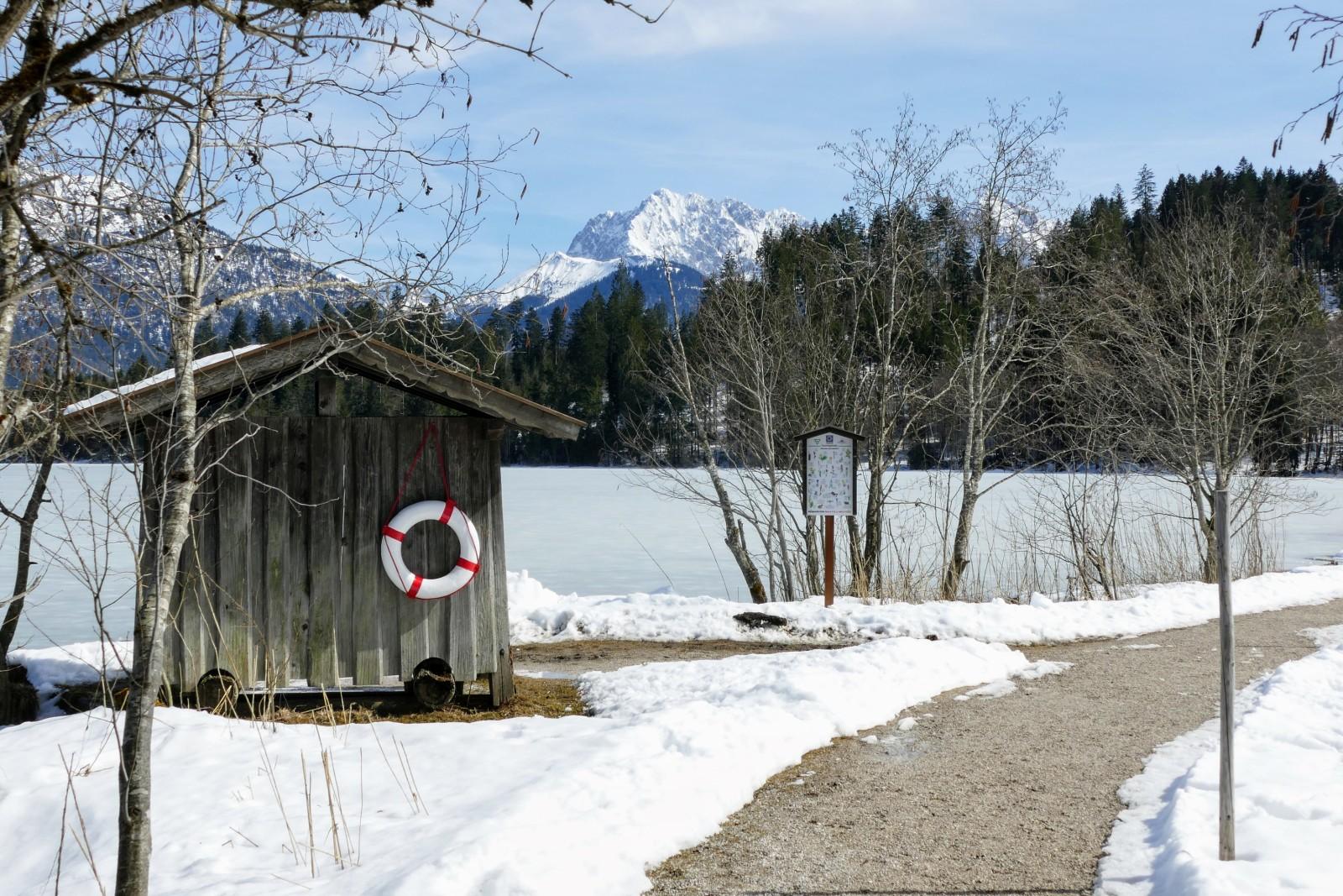 Aussicht vom Barmseerundweg auf das Karwendelgebirge