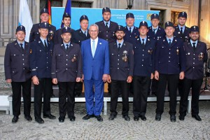 Staatsminister Joachim Herrmann bedankt sich bei der Feuerwehr aus dem Oberen Isartal